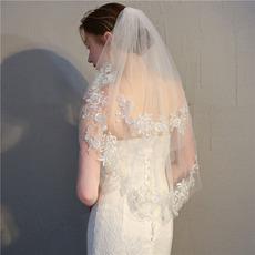 Nevesta kratka tančica z glavnikom tanko nežno čipkasto tančico tanke poročne dodatke